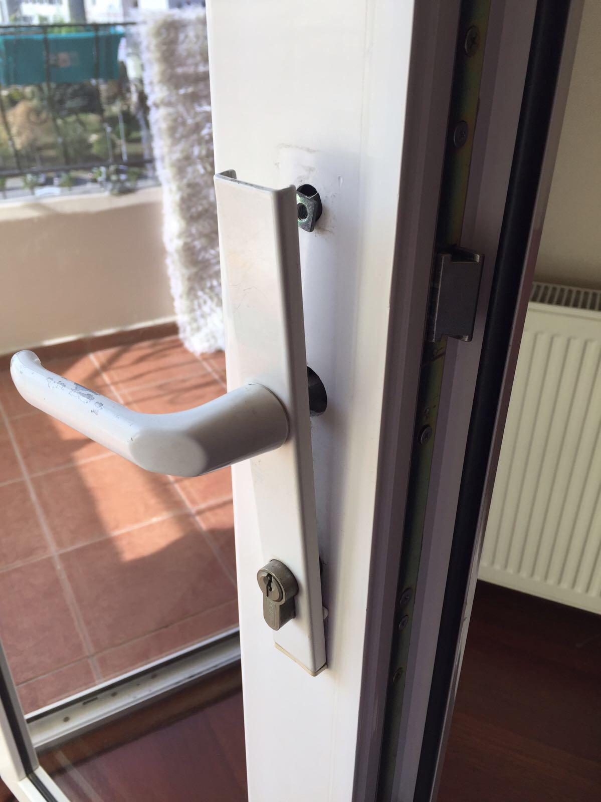 balkon kapı kolu boşa dönüyor